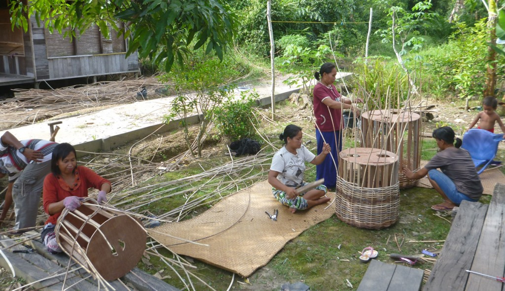 Rattan Wicker basket weaving in Borneo | Plnet Basket